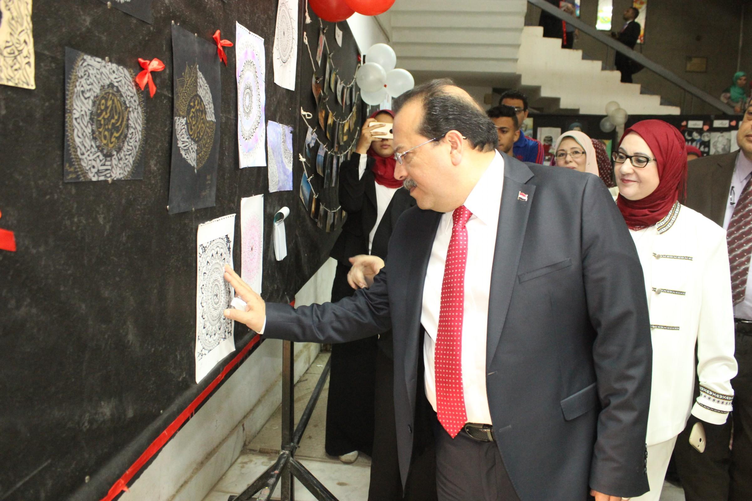 عرض أعمال أحمد خالد توفيق بالمعرض الفني (3)