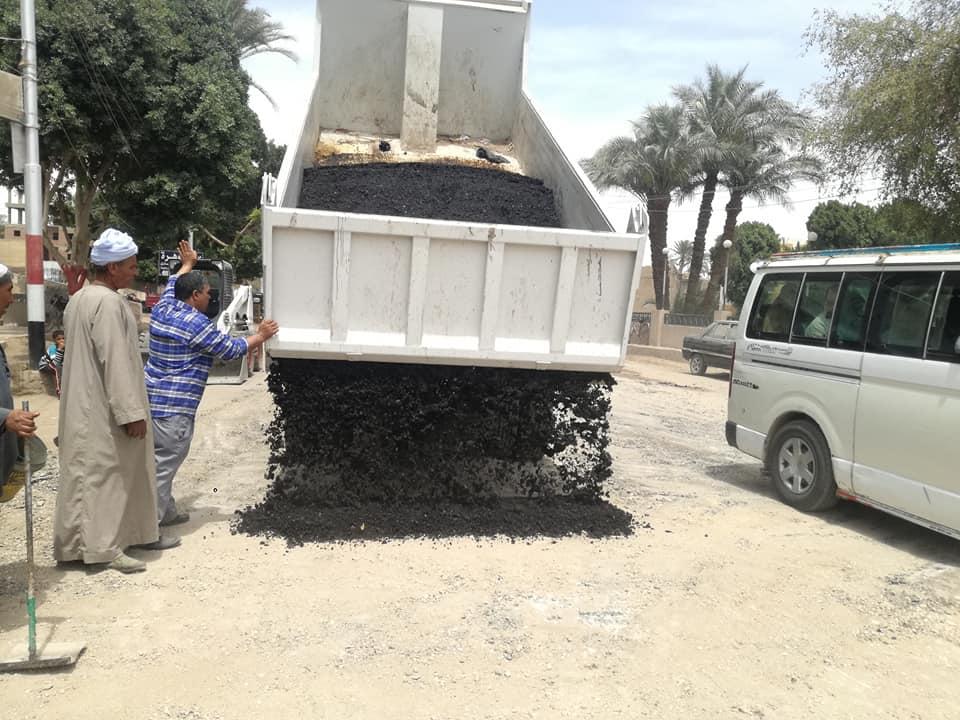 تسوية الحفر وإزالة المطبات العشوائية (6)