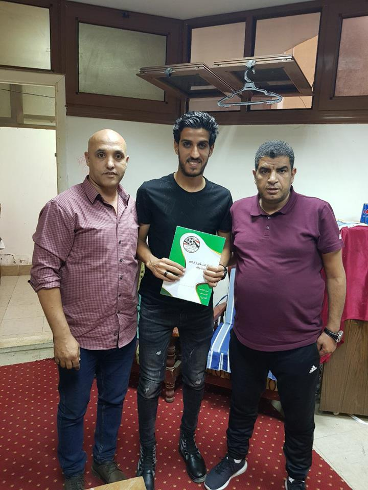 خالد مهدى مع لاعب الانتاج الجديد ووكيله