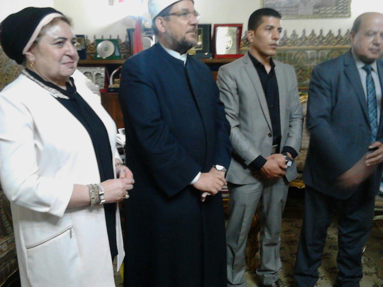 وزير الأوقاف مع باحث ماجستير الدكتوراه (5)