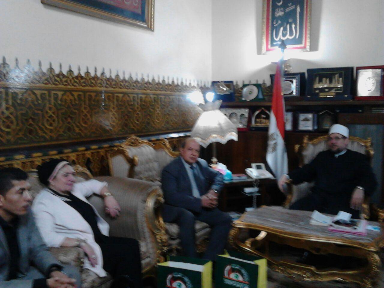وزير الأوقاف مع باحث ماجستير الدكتوراه (3)