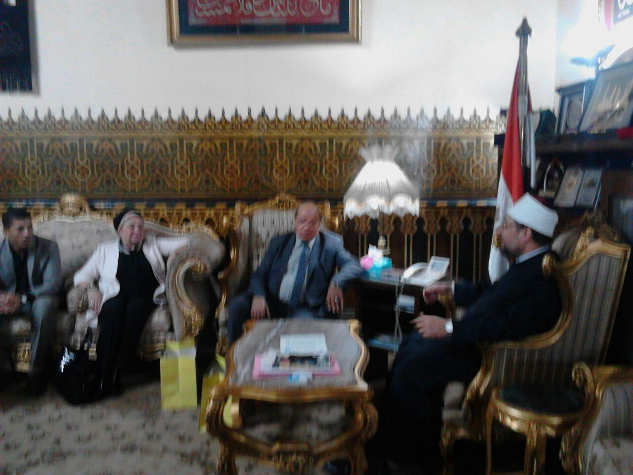 وزير الأوقاف مع باحث ماجستير الدكتوراه (4)