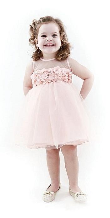 237321e21 مش لازم فستان العروسة.. اعرفى ازاى تختارى لبنتك أزياء سواريه - اليوم ...