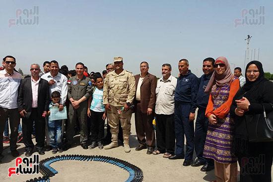 طلائع الدقهلية يزورون القاعدة الجوية بمطار شاوة (2)