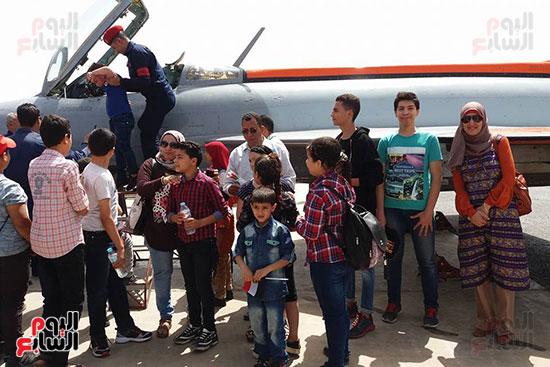 طلائع الدقهلية يزورون القاعدة الجوية بمطار شاوة (5)