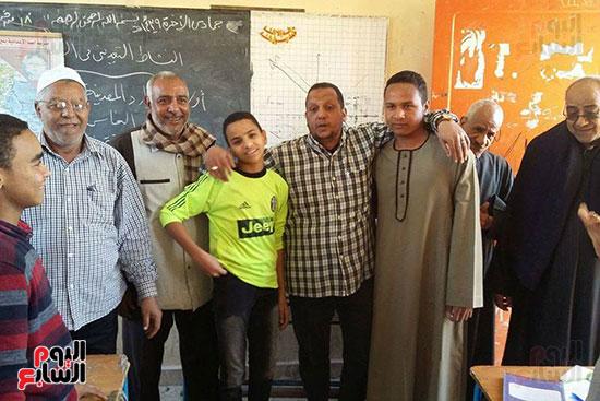 جانب من مصالحة بين مدرس وطالب فى محافظة الأقصر