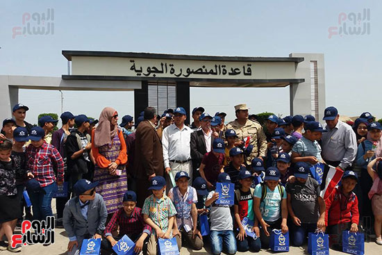 طلائع الدقهلية يزورون القاعدة الجوية بمطار شاوة (4)