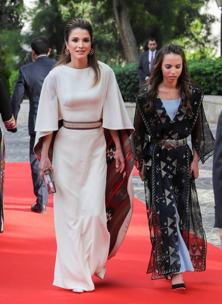 الملكة رانيا ترتدي مجوهرات رالف مصري وقلادة أفشار
