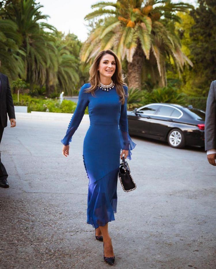 الملكة رانيا ترتدي برابال غورونغ في الأردن
