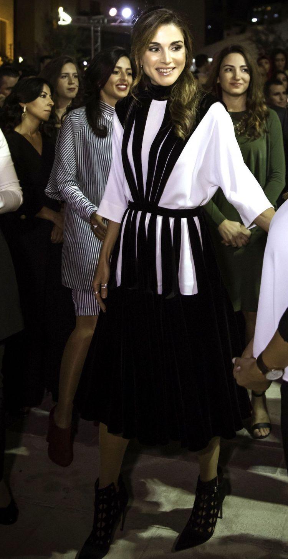 الملكة رانيا ترتدي فالنتينو في النسخة الثانية من أسبوع عمان للتصميم