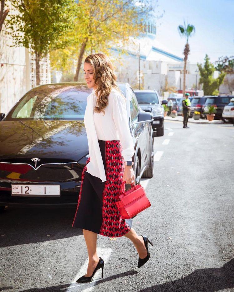 الملكة رانيا ترتدى من لدى فندي وسلفاطور فيراغامو