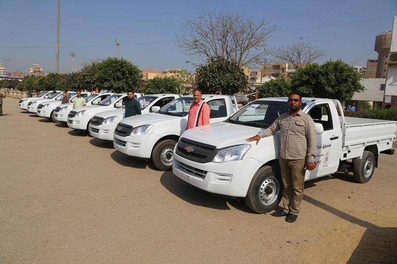 سكرتير عام المنوفية يسلم 10 سيارات  (3)
