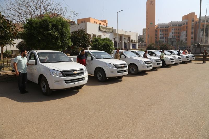 سكرتير عام المنوفية يسلم 10 سيارات  (2)