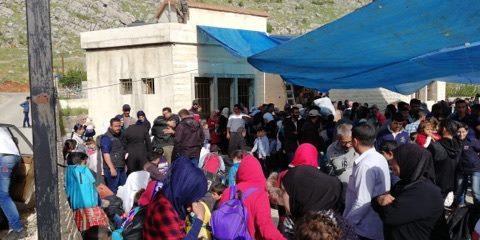 500 نازح سورى يغادرون لبنان