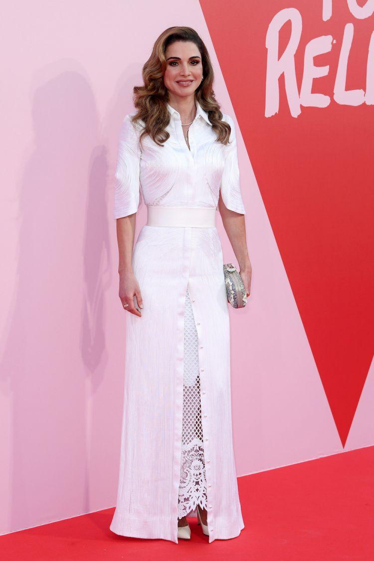 الملكة رانيا ترتدي جيفنشي كوتور في عرض أزياء الموضة