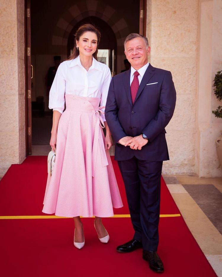 الملكة رانيا ترتدي لسارة باتجليا