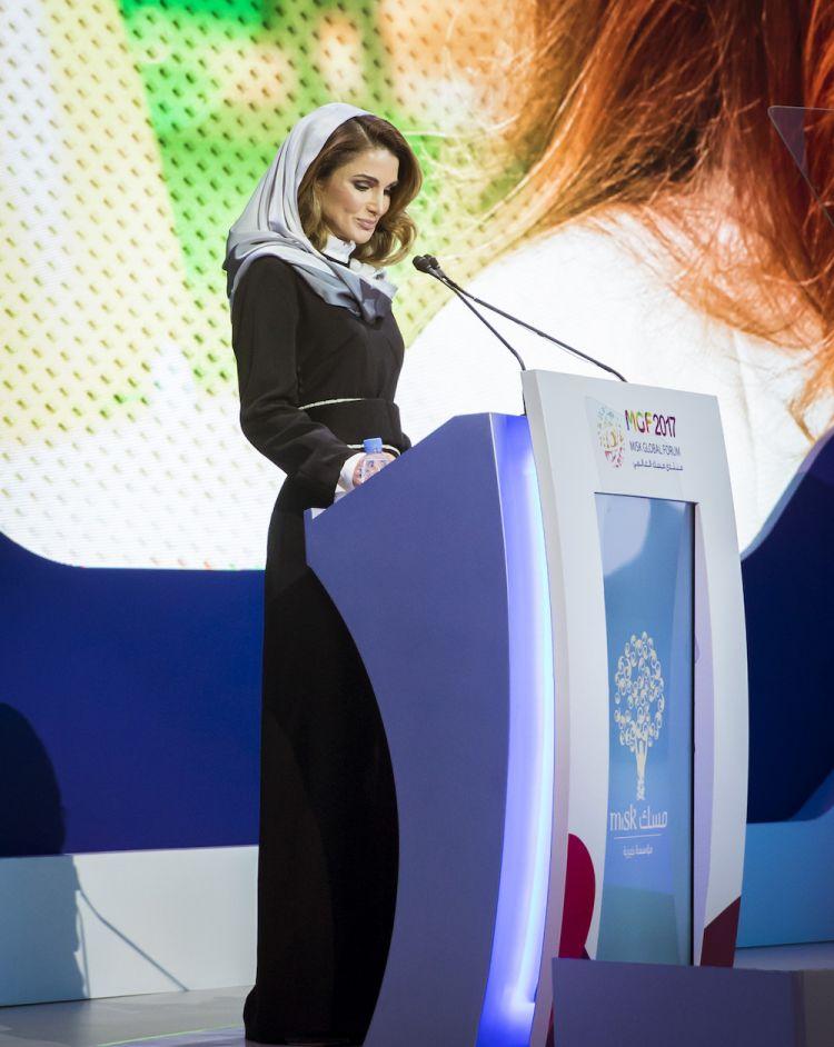 الملكة رانيا ترتدي Bouguessa في منتدى Misk العالمي في الرياض