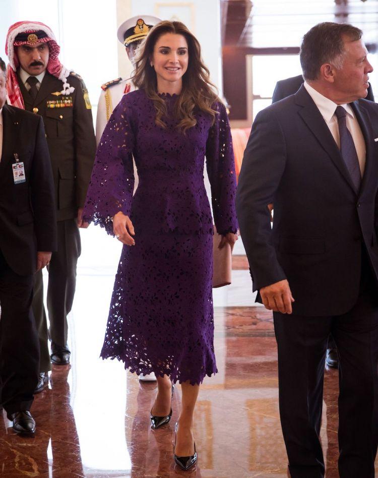 الملكة رانيا ترتدي بامبا