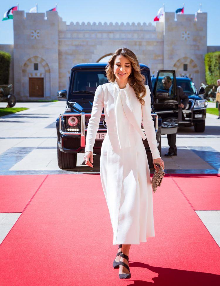 الملكة رانيا ترتدي جيامباتيستا فالي في عمّان
