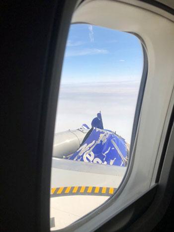 جانب من الاضرار والذى يظهر من داخل الطائرة