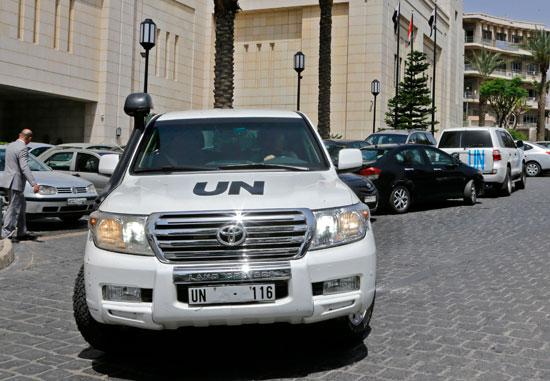 سيارات المنظمة خارج الفندق