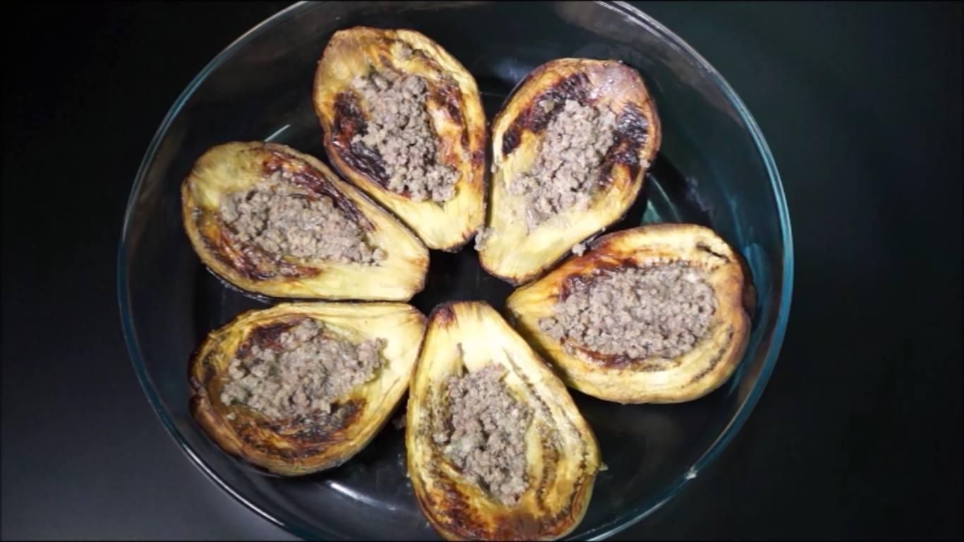 الباذنجان و طبقة لحم مفروم