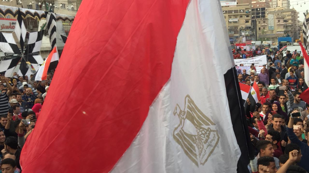 أهالى الشرقية يحتشدون احتفالا بفوز السيسى بالانتخابات (5)