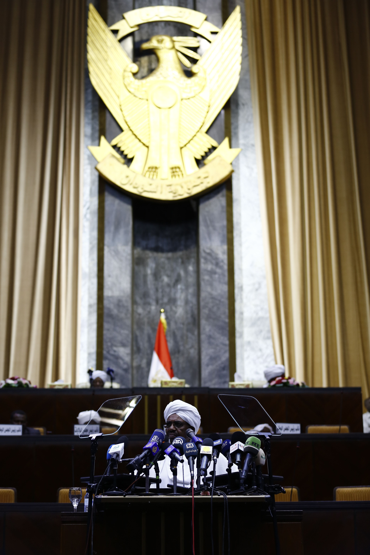 الرئيس السودانى عمر البشير يلقى كلمة أمام البرلمان