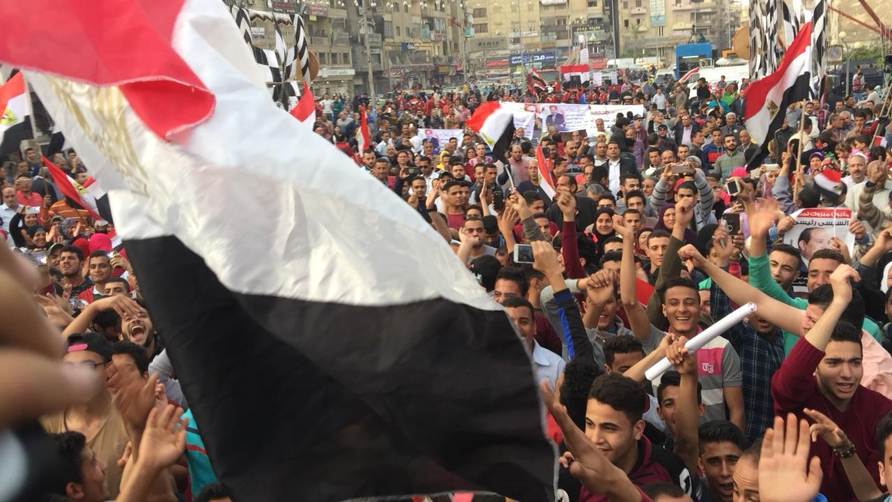 أهالى الشرقية يحتشدون احتفالا بفوز السيسى بالانتخابات (3)