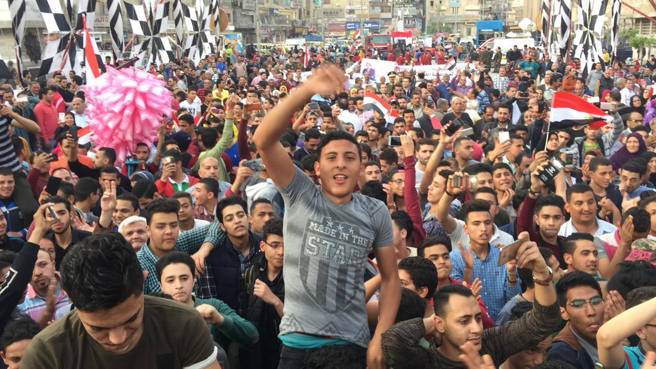 أهالى الشرقية يحتشدون احتفالا بفوز السيسى بالانتخابات (4)