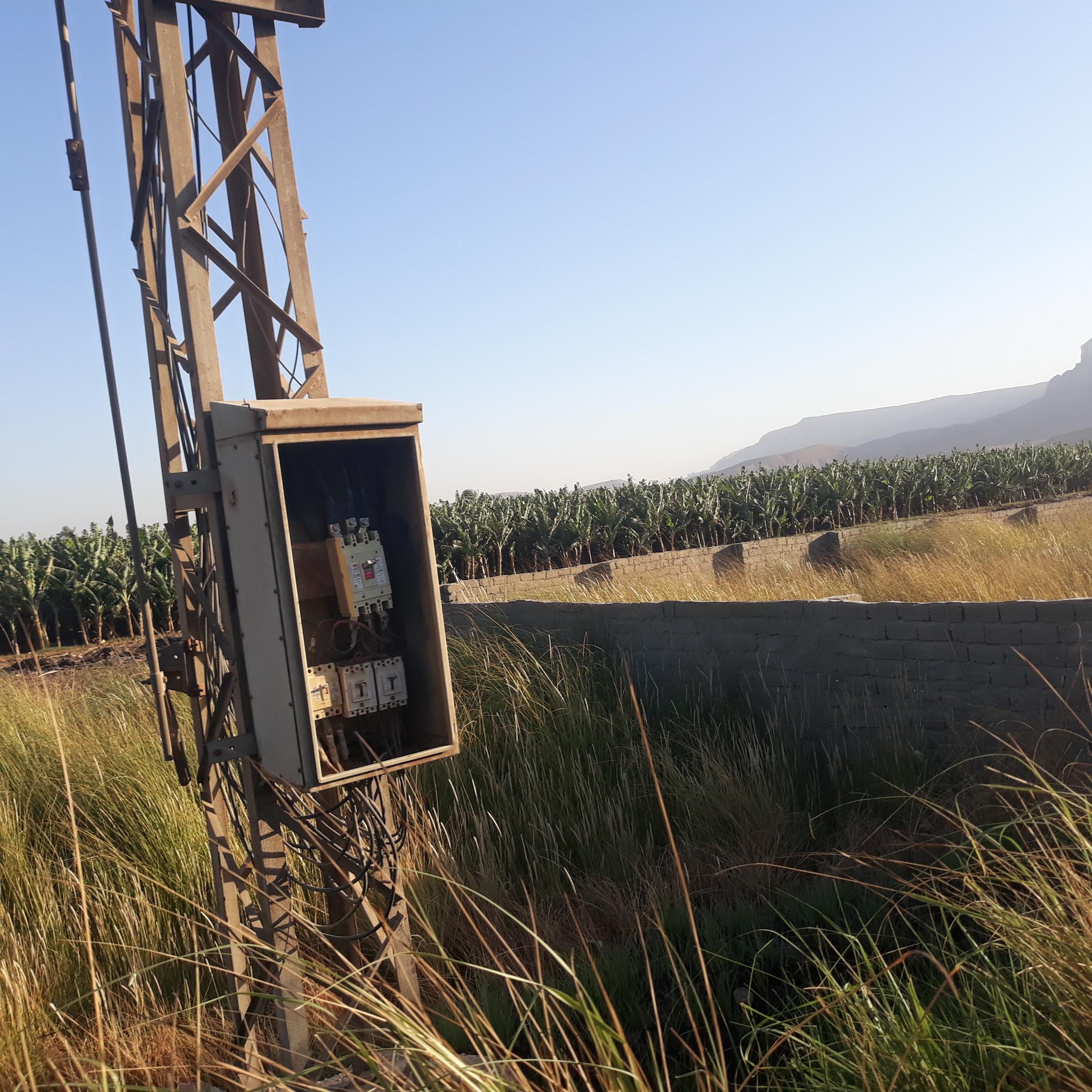 أعمدة الضغط العالى العارية تهدد المحاصيل الزراعية (4)