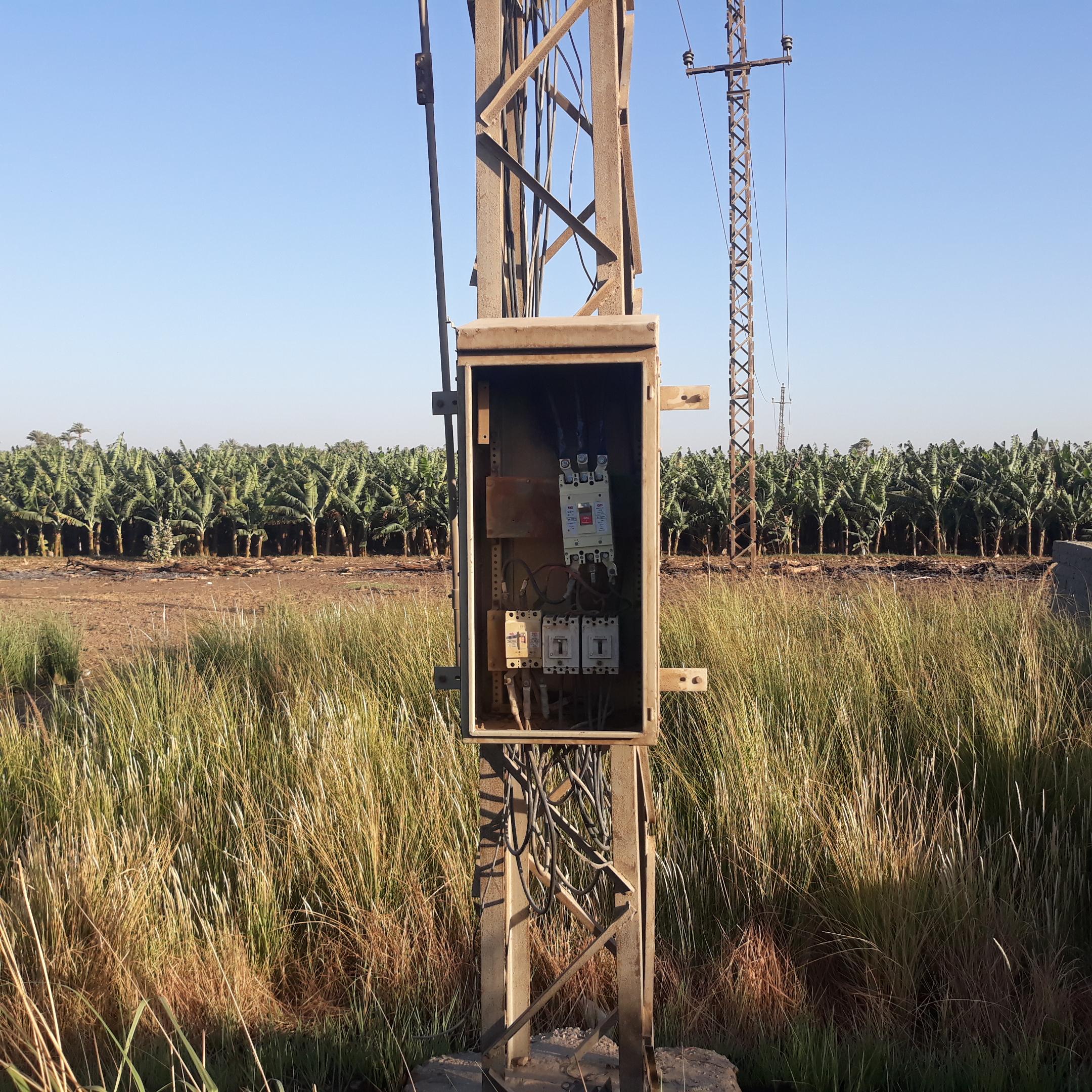 أعمدة الضغط العالى العارية تهدد المحاصيل الزراعية (5)