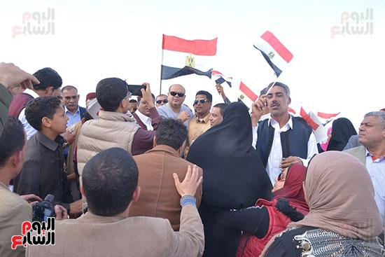 أهالى ومحافظ مطروح يخرجون فى مسيرة فرحا بنتيجة الانتخابات الرئاسية.