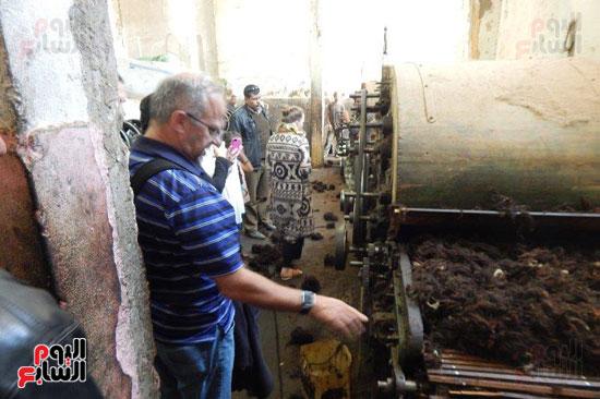 الوفد بمصنع الغزل بفوه