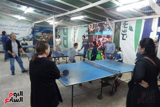 ممارسة لعبة التنس