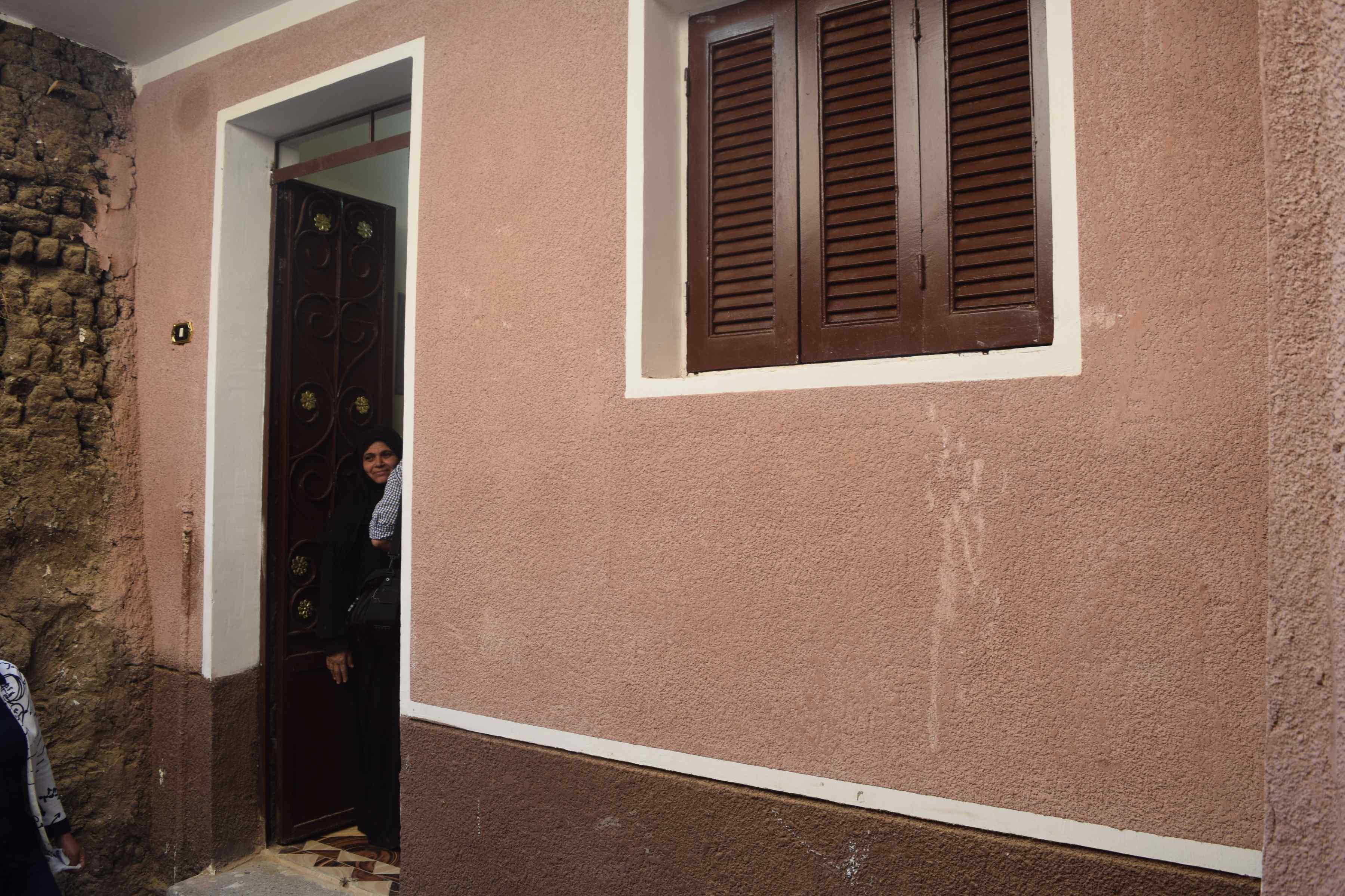 محافظ المنيا يسلم منازل للأولى بالرعاية (4)