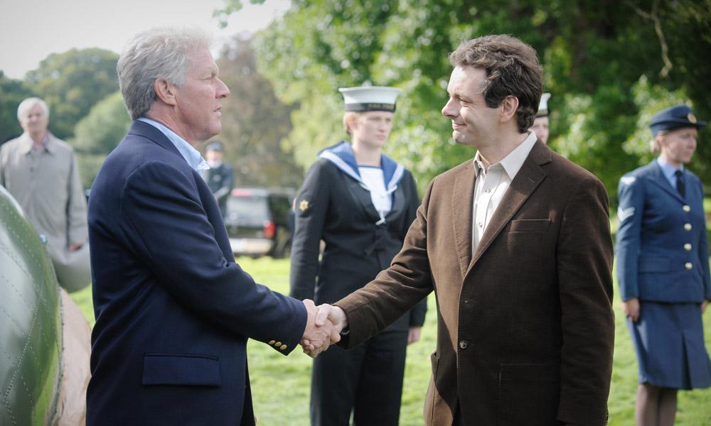 الممثل دنيس كويد مجسدا شخصية بيل كلينتون فى فيلم The Special Relationship