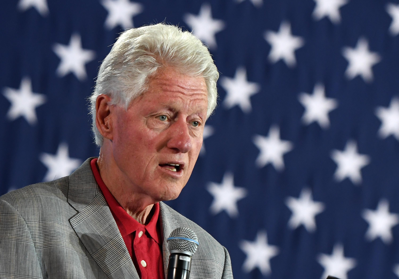 كلينتون ينتظر روايته الأولى الرئيس المفقود