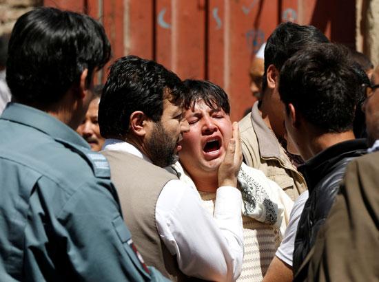 صراخ ذوى الضحايا فى تفجير بأفغانستان