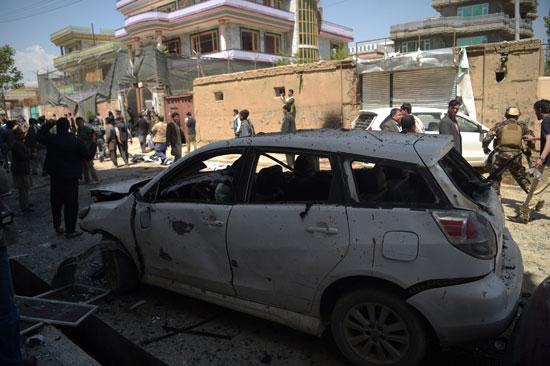 الشرطة الأفغانية تتفقد موقع تفجير فى كابول