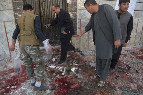 إزالة أثار التفجير فى أفغانستان
