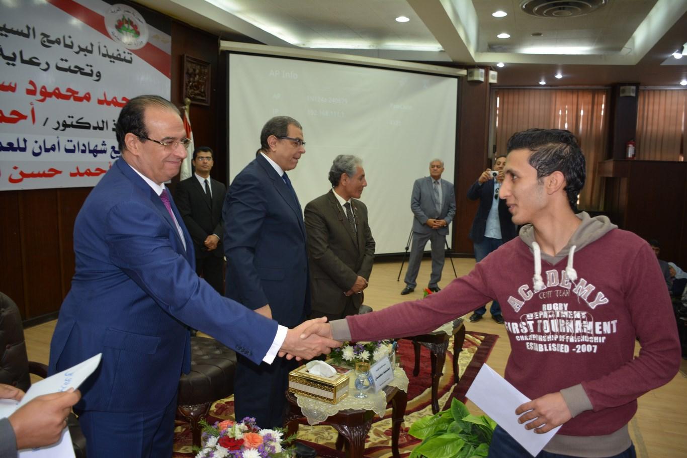 محمد سعفان وزير القوى العاملة (14)