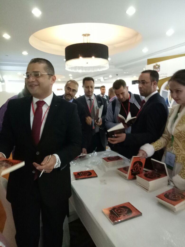 محمد دهشان يوقع كتاب ذاتي بالمؤتمر الدولي للغة العربية  (5)