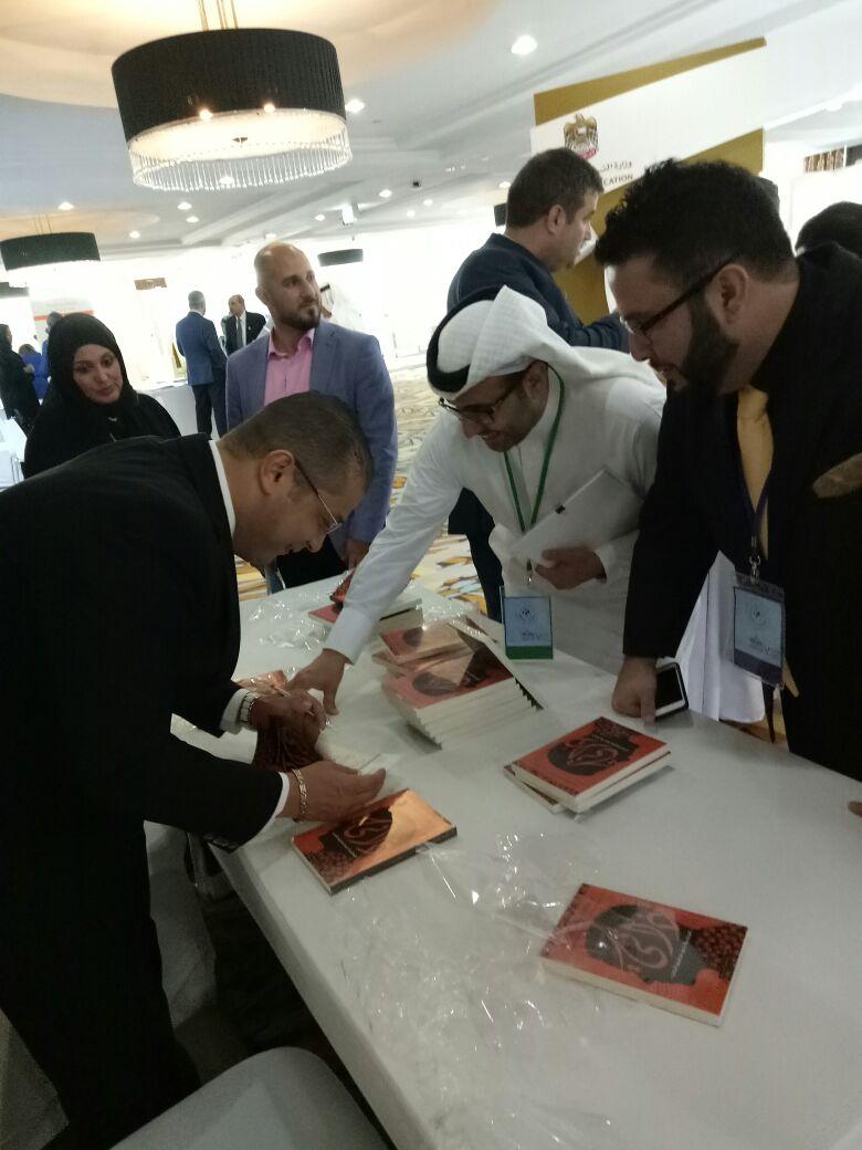 محمد دهشان يوقع كتاب ذاتي بالمؤتمر الدولي للغة العربية  (1)