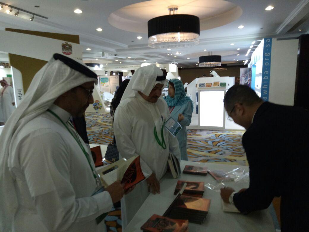 محمد دهشان يوقع كتاب ذاتي بالمؤتمر الدولي للغة العربية  (4)
