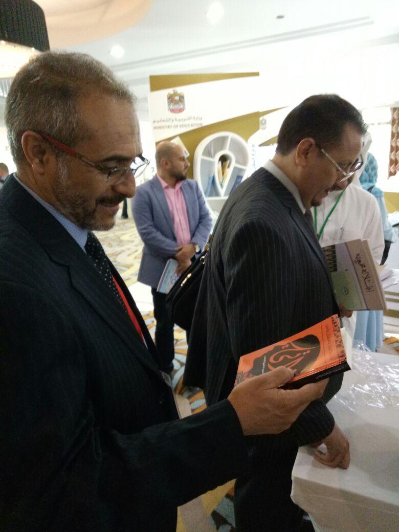 محمد دهشان يوقع كتاب ذاتي بالمؤتمر الدولي للغة العربية  (2)