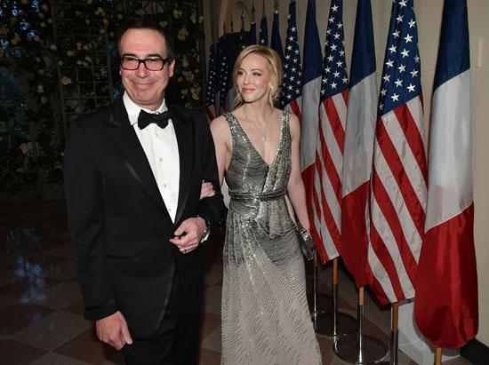 وزير الخزانة الأمريكي ستيفن منوشن وزوجته