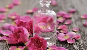 وصفات علاج حب الشباب الطبيعية 8489-ماء-الورد.jpg