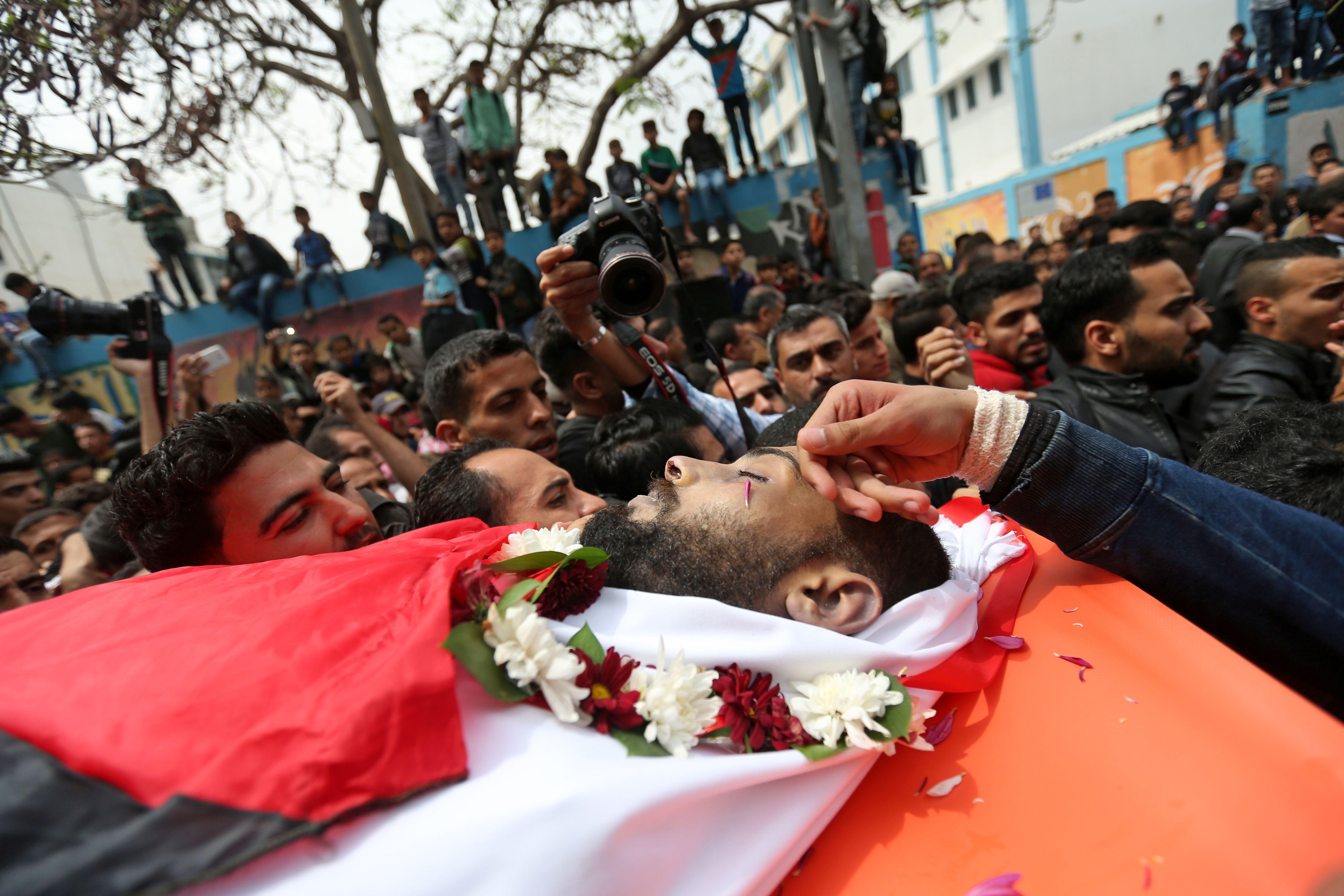 تشييع جثمان الصحفى الفلسطينى أحمد أبو حسين