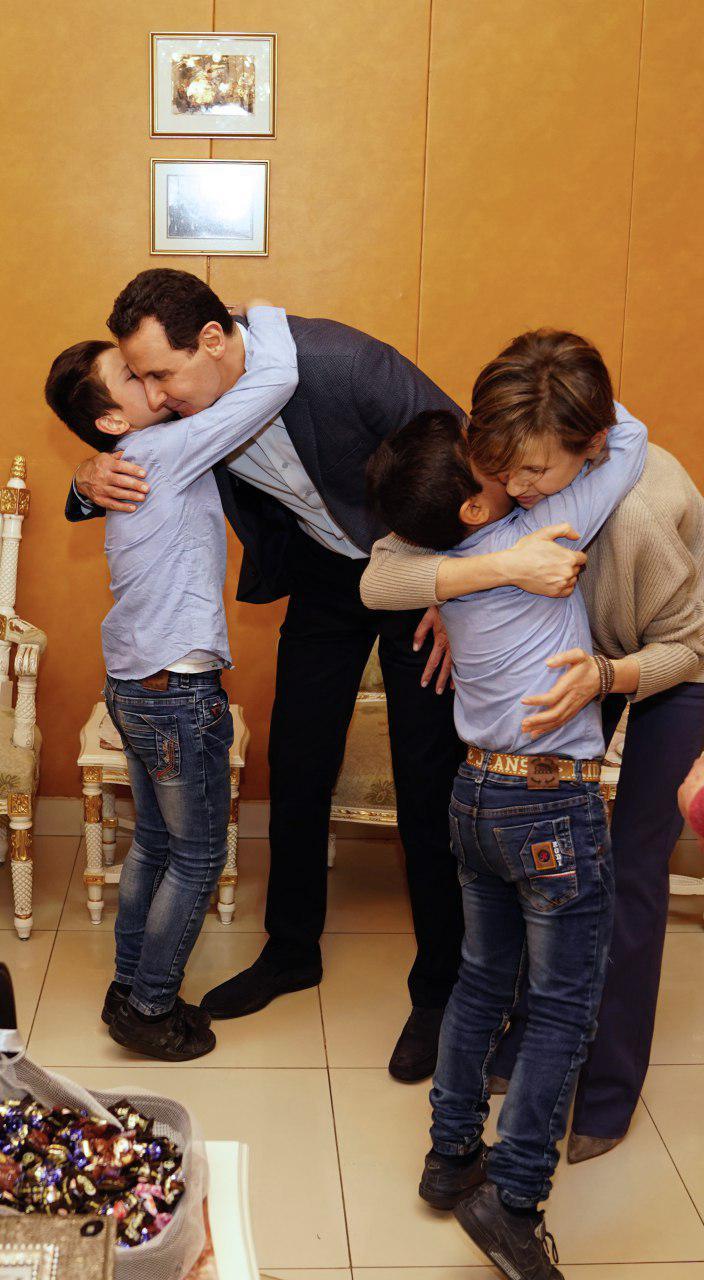 بشار وزوجته في المدرسة
